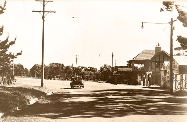 Mt Eliza General Store and Ranelagh Entrance circa 1945. Image courtesy of Niamh Hislop.