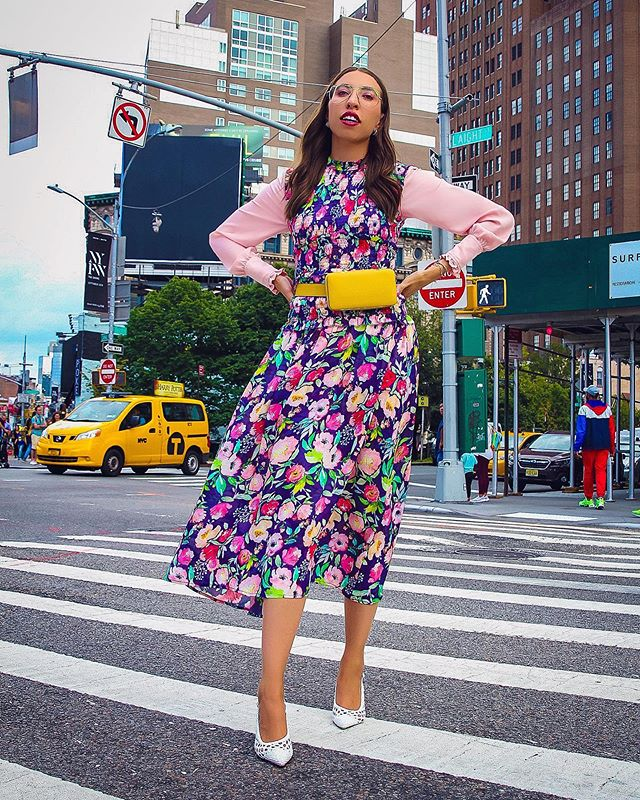 ~ #NYFW Day 4: not your typical florals🌸🌼💐spotted wearing this fun @nicolemillernyc dress while on my way to her show the other day! I styled it with a belt bag from @lutzmorris and white woven shoes from @manoloblahnikhq what do we think? #MakingitinNYFW #NicoleMiller 🌺🌷💐🌸🌻📸 @amymorsephotography ~