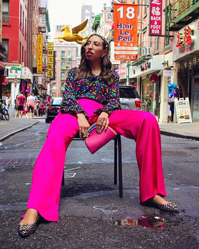 ~ #NYFW Day 4: just taking a quick break in between shows...spotted in China Town wearing @ysl top from @whatgoesaroundnyc pants from @sachinandbabi shoes from @manoloblahnikhq and bag from @mingrayofficial #MakingitinNYFW 💘💋👑💫🥡🚗🌆📸 @amymorsephotography ~