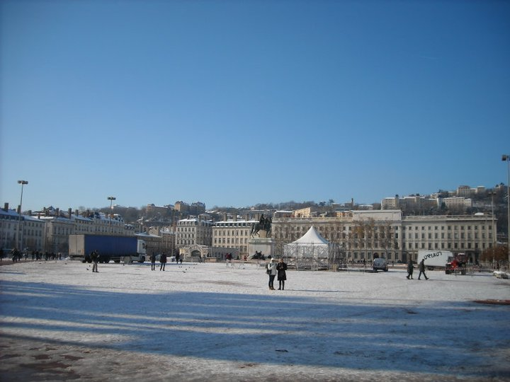 place-bellecour-in-the-sun-and-snow.jpg