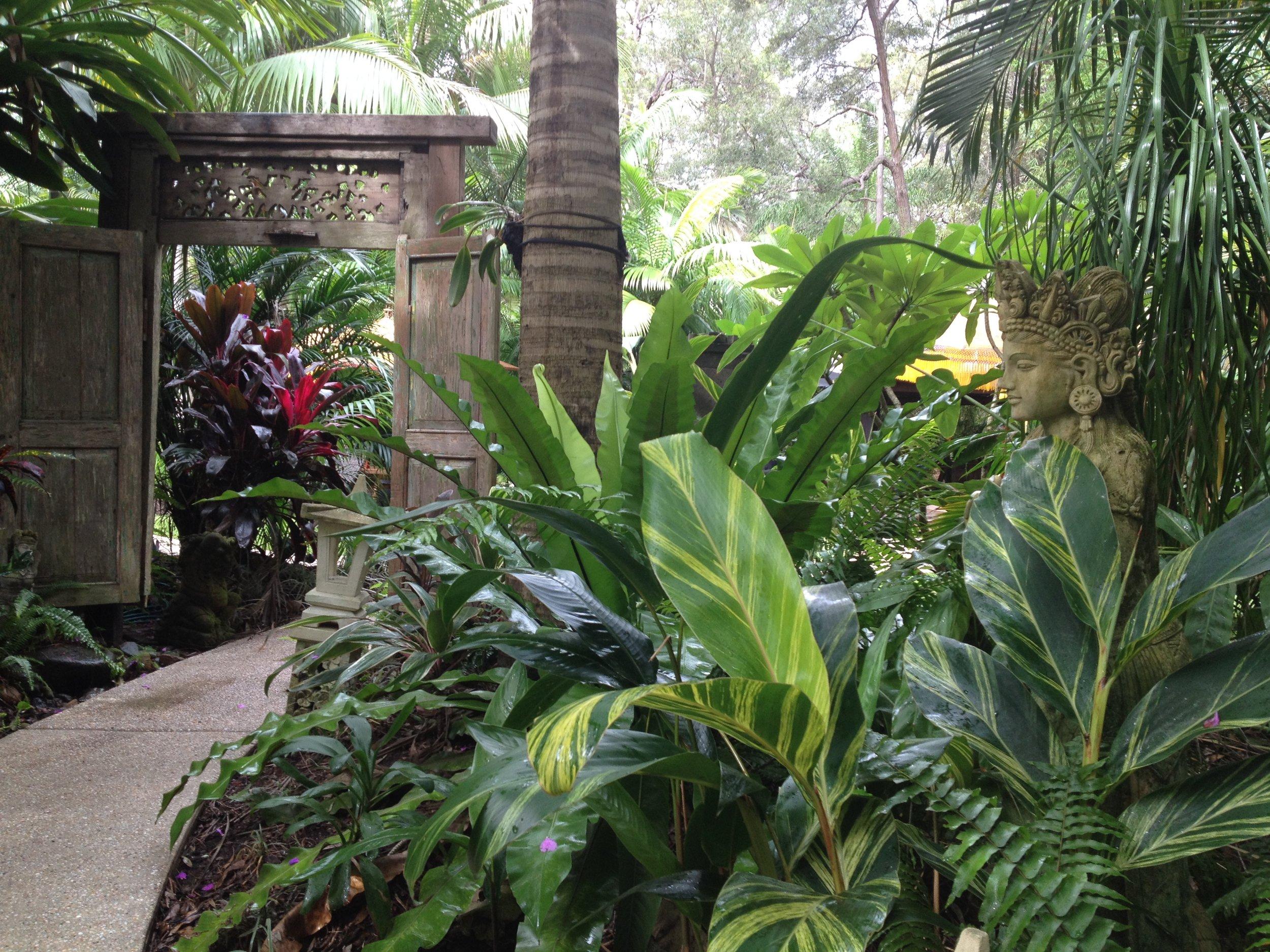 ikatan-gardengate copyHR.JPG