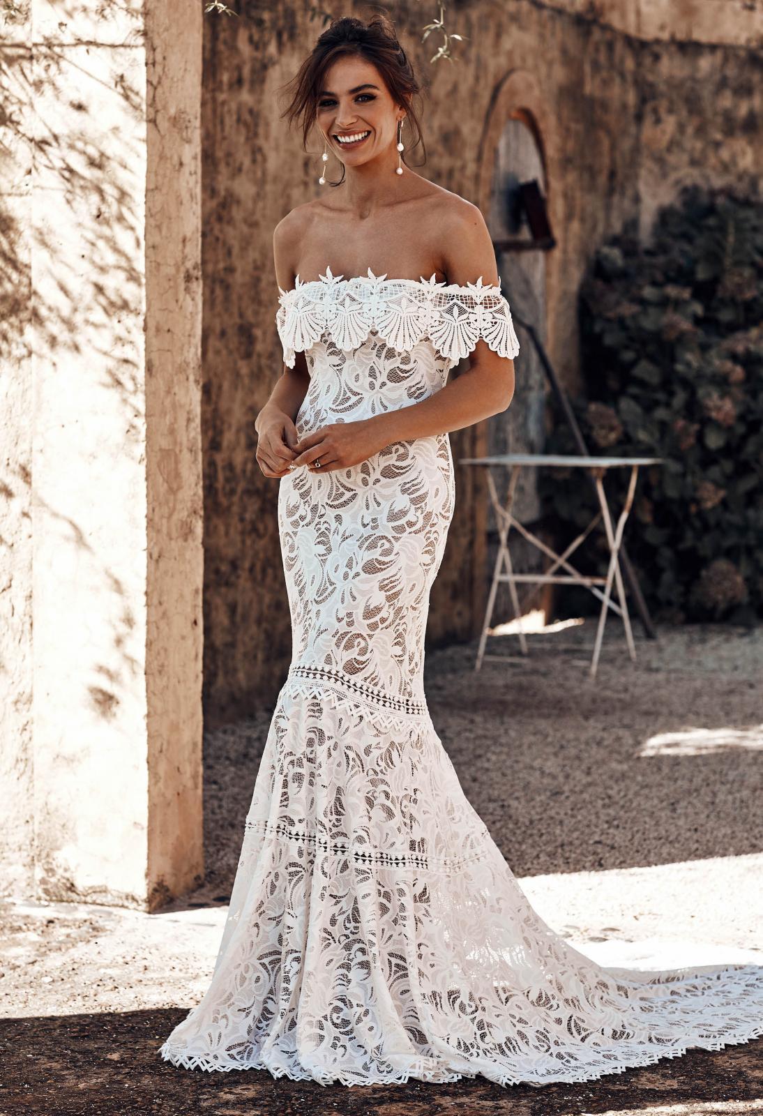 Cien-Wedding-Dress-by-Grace-Loves-Lace-1600-x-1067--1094x1600.jpg