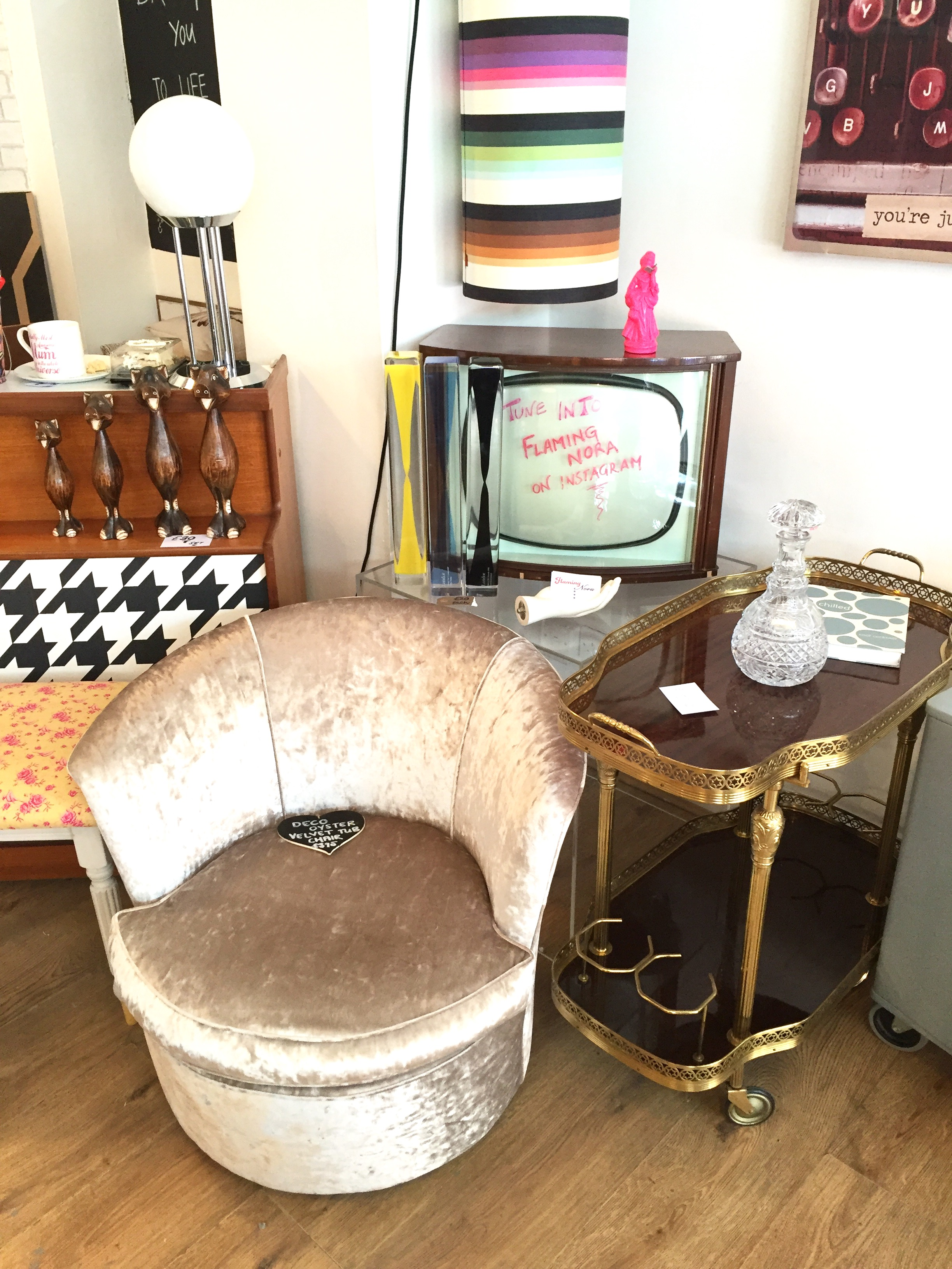 ANTIQUE HUNTING IN CRYSTAL PALACE