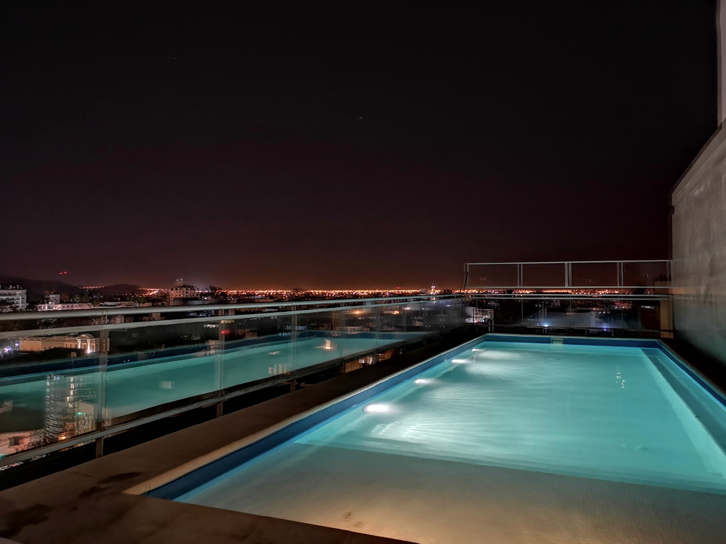 Rooftop pool Design Suites Salta