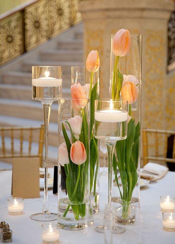 Tulle-e-confetti-tulipani-vasi-trasparenti-e-candele-Alchimie-floreali.jpg