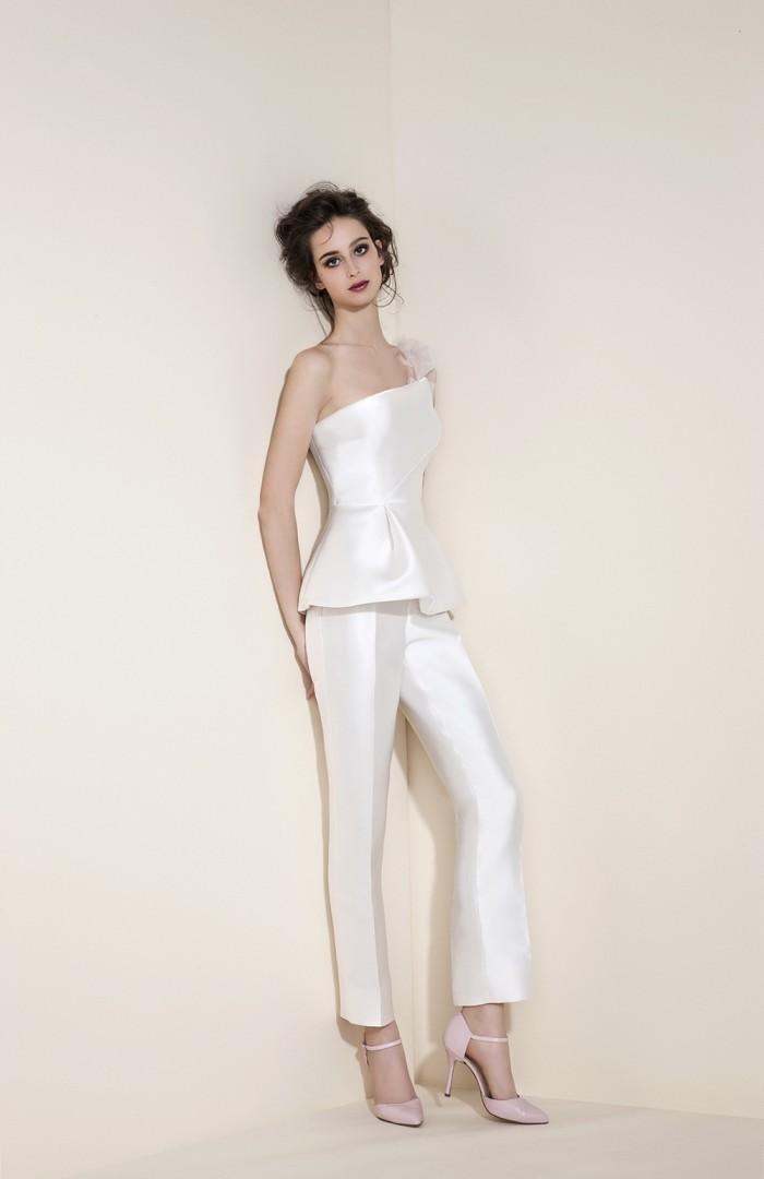 Tosca-Spose-collezione-Essentia-2016-abiti-sposa-modello-Pantalone1-700x1080.jpg
