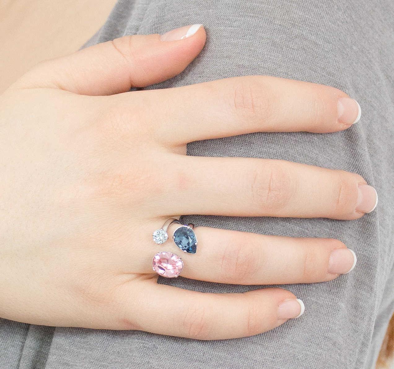 anello fidanzamento con pietre preziose fede nuziale