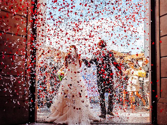 lancio coriandoli matrimonio.jpg