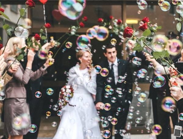 lancio bolle di sapone matrimonio.jpg