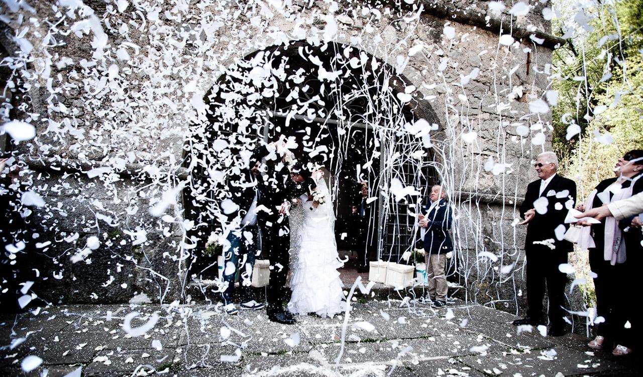 lancio piume matrimonio.jpg
