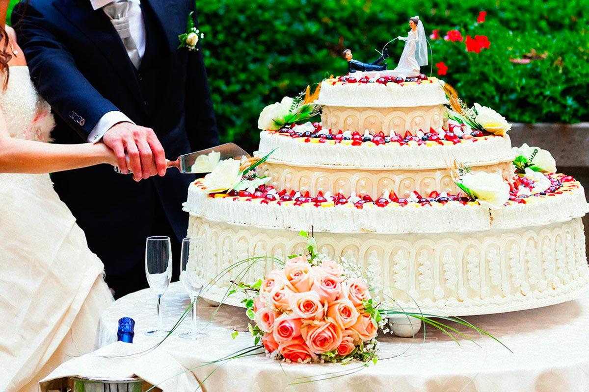 taglio-torta-nuziale.jpg