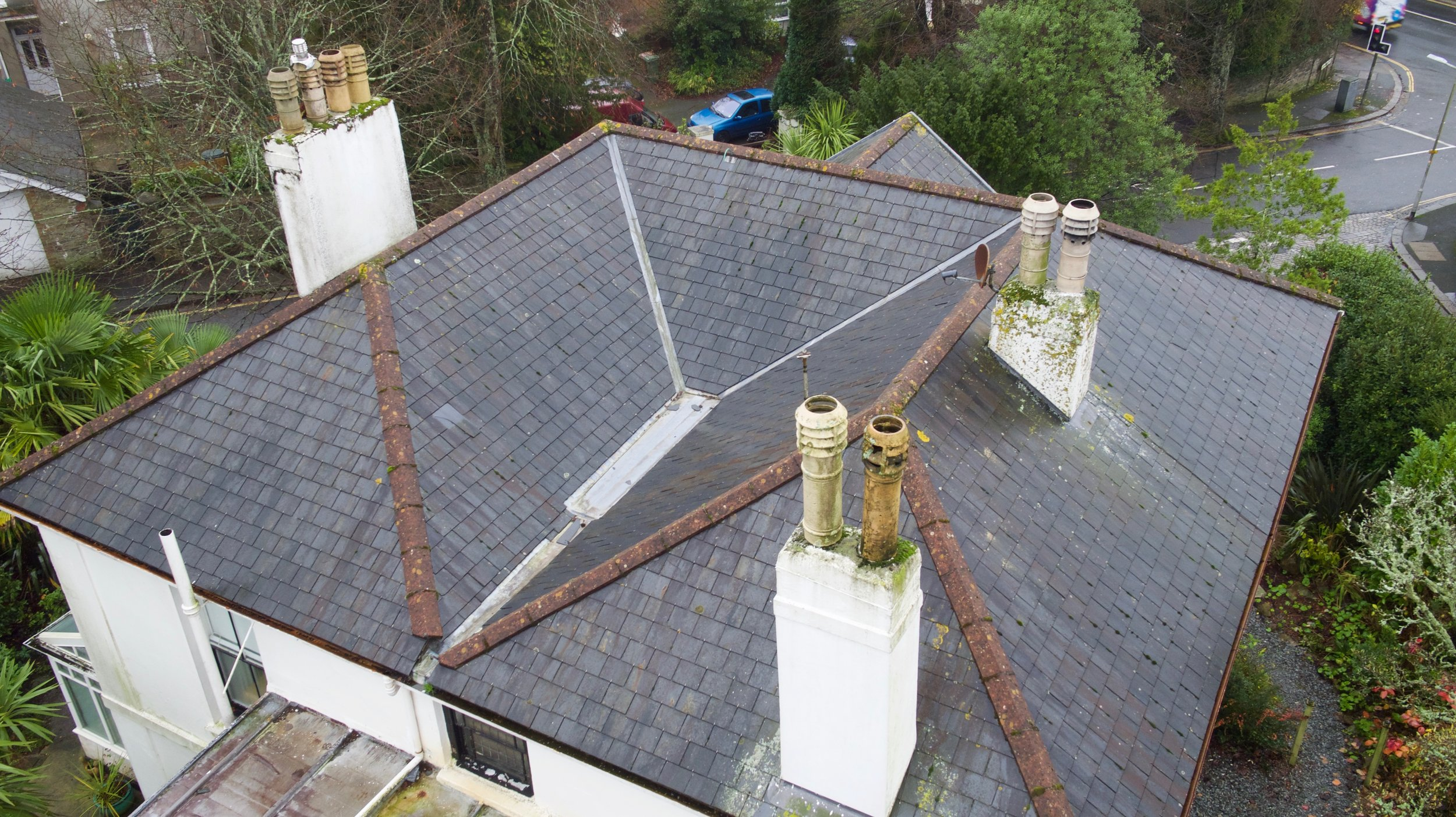 Overview of a roof in Plymouth. Our Cilent was renovated his house and found damp in the upstairs rooms. From these photographs he was able to inform building crew as to where a link maybe starting from.