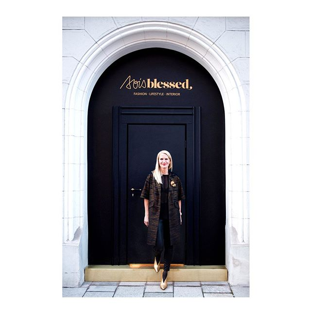 RUTH GOMBERT Meet the mind and soul behind @soisblessed, Ruth Gombert, and get inspired by her vision. Live at this year's LBD Luxury Business Day in Munich on the 6th of June. — #SOISBLESSED #conceptstore #munich #placeofvalues #LuxuryBusinessDay2019 — Photo: SOIS BLESSED
