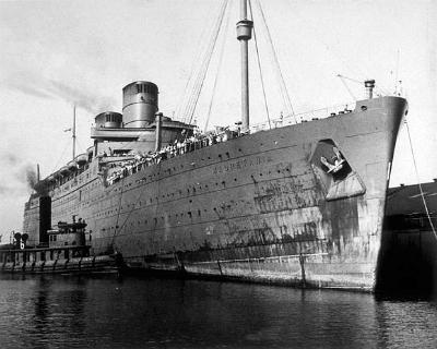 The Mauretania, in Newport News, Va, with German prisoners, 9/16/42.