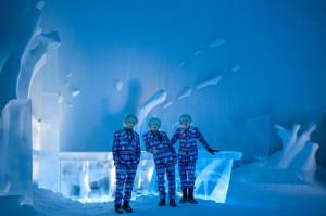 icehotel-25th-annual-icebar-explosion-of-snow-sweden-designboom-05