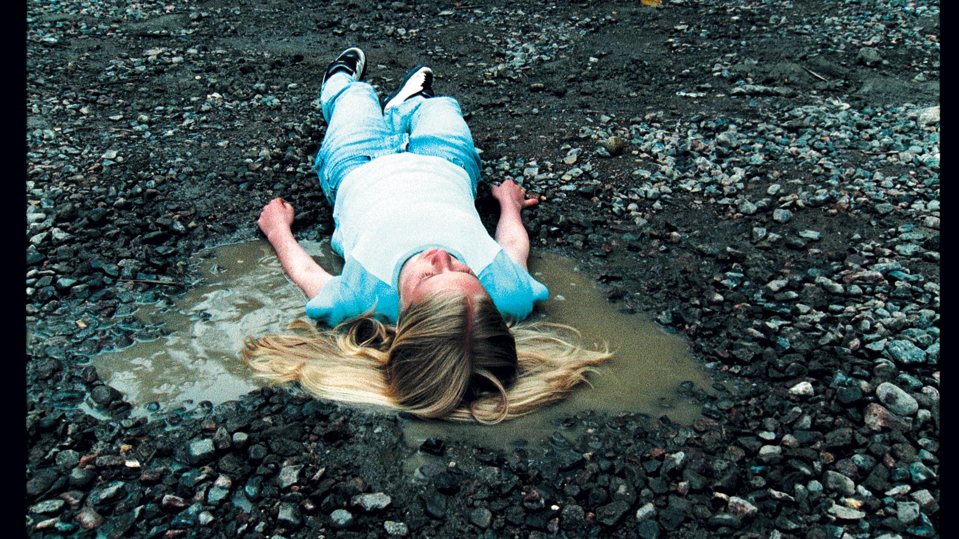 "EIJA-LIISA AHTILA. ""LAHJA/THE PRESENT"" (2001). VIDEO STILL. 5 SHORT FILMS AS A DVD INSTALLATION, STEREO SURROUND SOUND. COURTESY OF THE ARTIST AND MARIAN GOODMAN GALLERY, NEW YORK AND PARIS. PHOTO: © 2007 CRYSTAL EYE – KRISTALLISILMÄ OY."