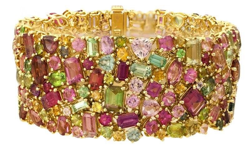 California Queen, Paula Crevoshay, 2017. A bracelet made of over 75 carats of California tourmaline. Courtesy of Crevoshay Studio.