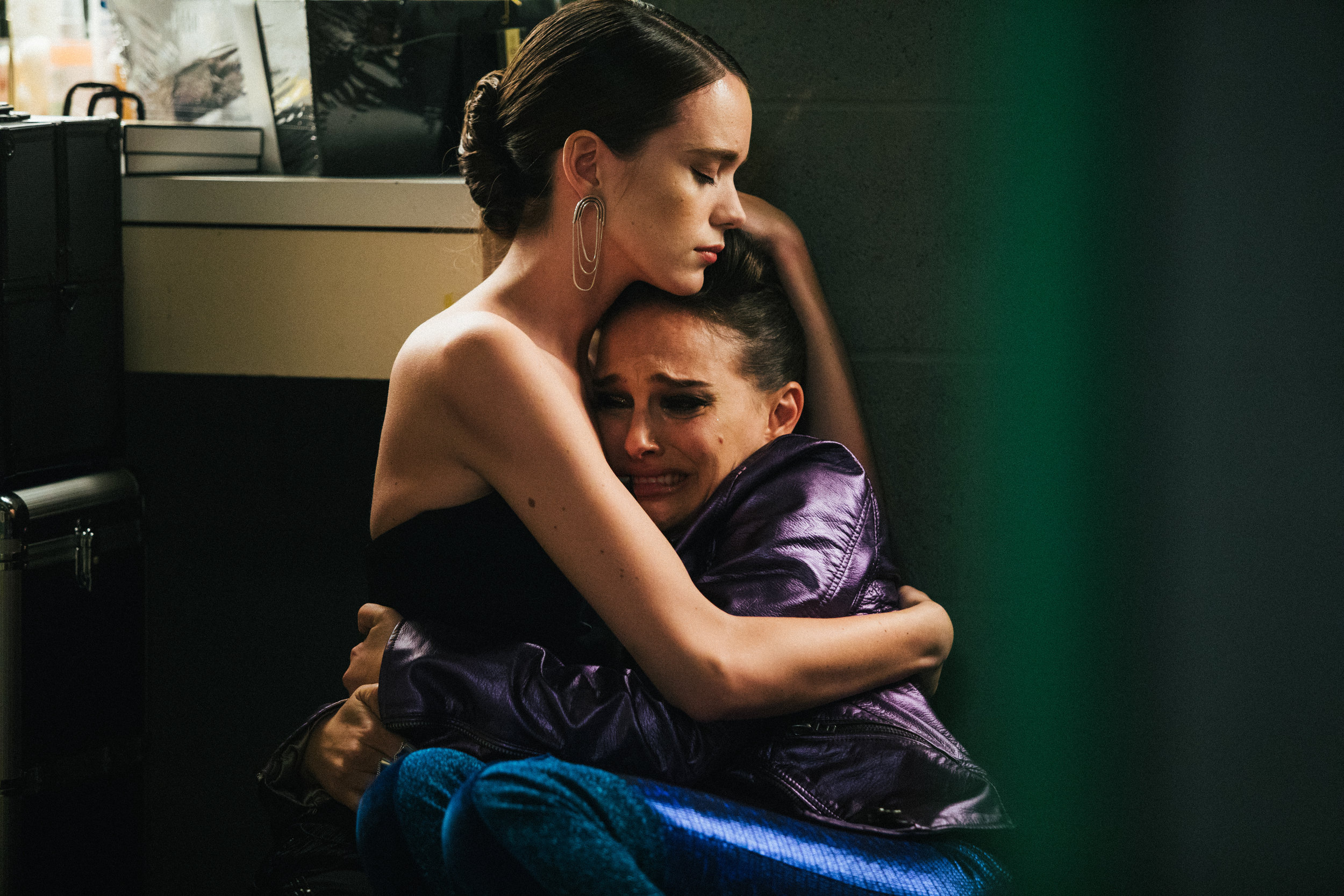 Eleanor (Stacy Martin) and Celeste (Natalie Portman) in VOX LUX. Courtesy of NEON.