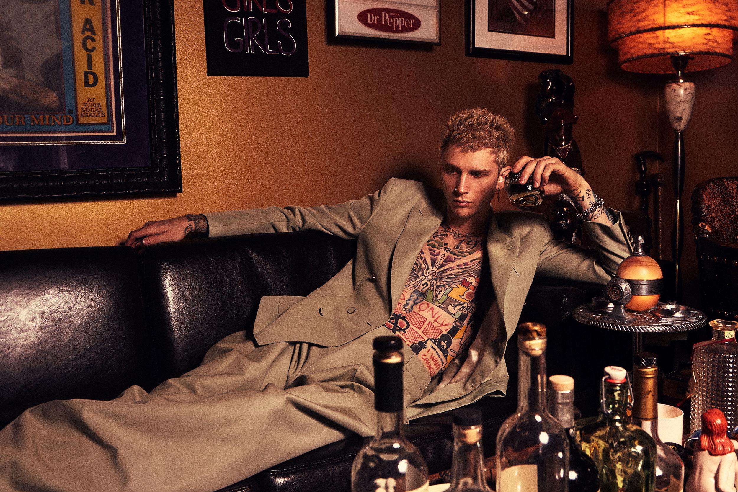 LOUIS VUITTON  suit.