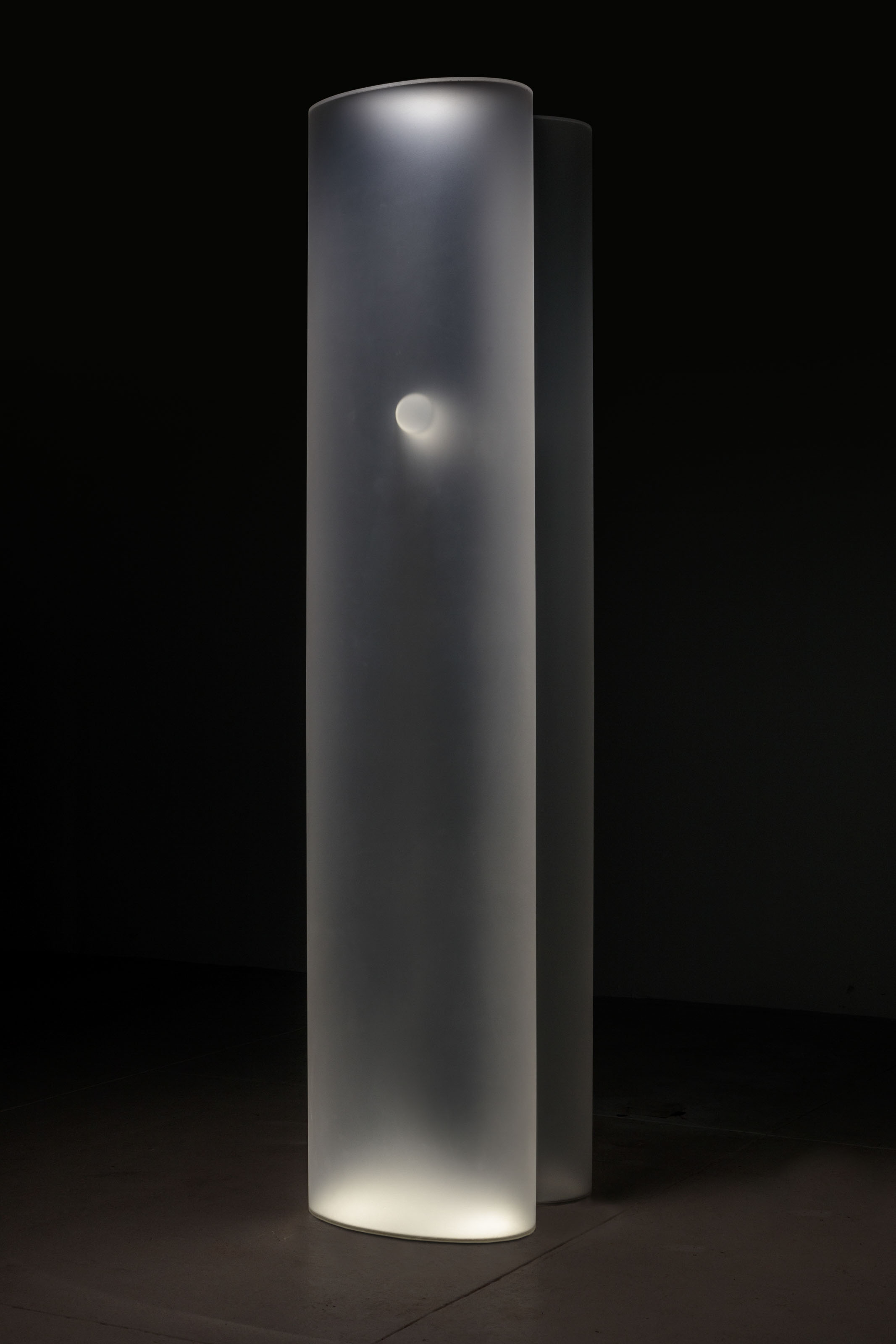 "HELEN PASHGIAN. ""Untitled (grey)"" 2009. Formed grey acrylic with acrylic elements: 91 x 17.5 x 20 in. 231.1 x 44.5 x 50.8 cm. Courtesy the artist and Lehmann Maupin, New York, Hong Kong, and Seoul. Photo: Joshua White."
