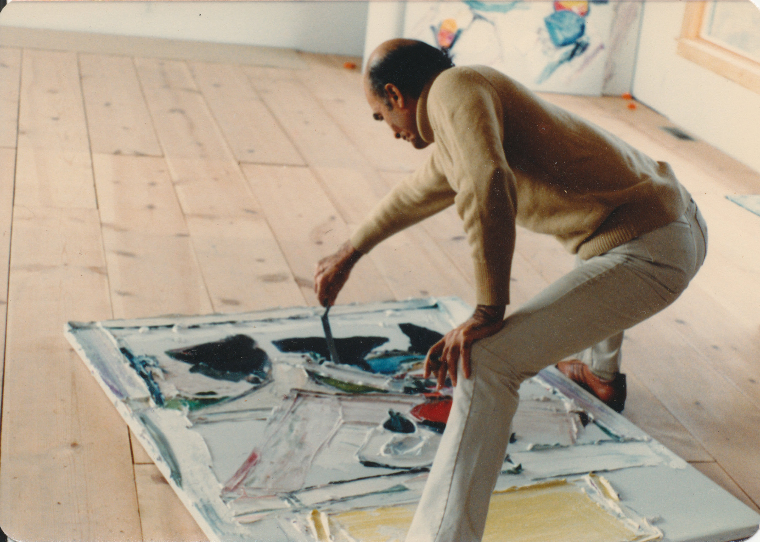 Yektai in his studio. Courtesy of the artist.