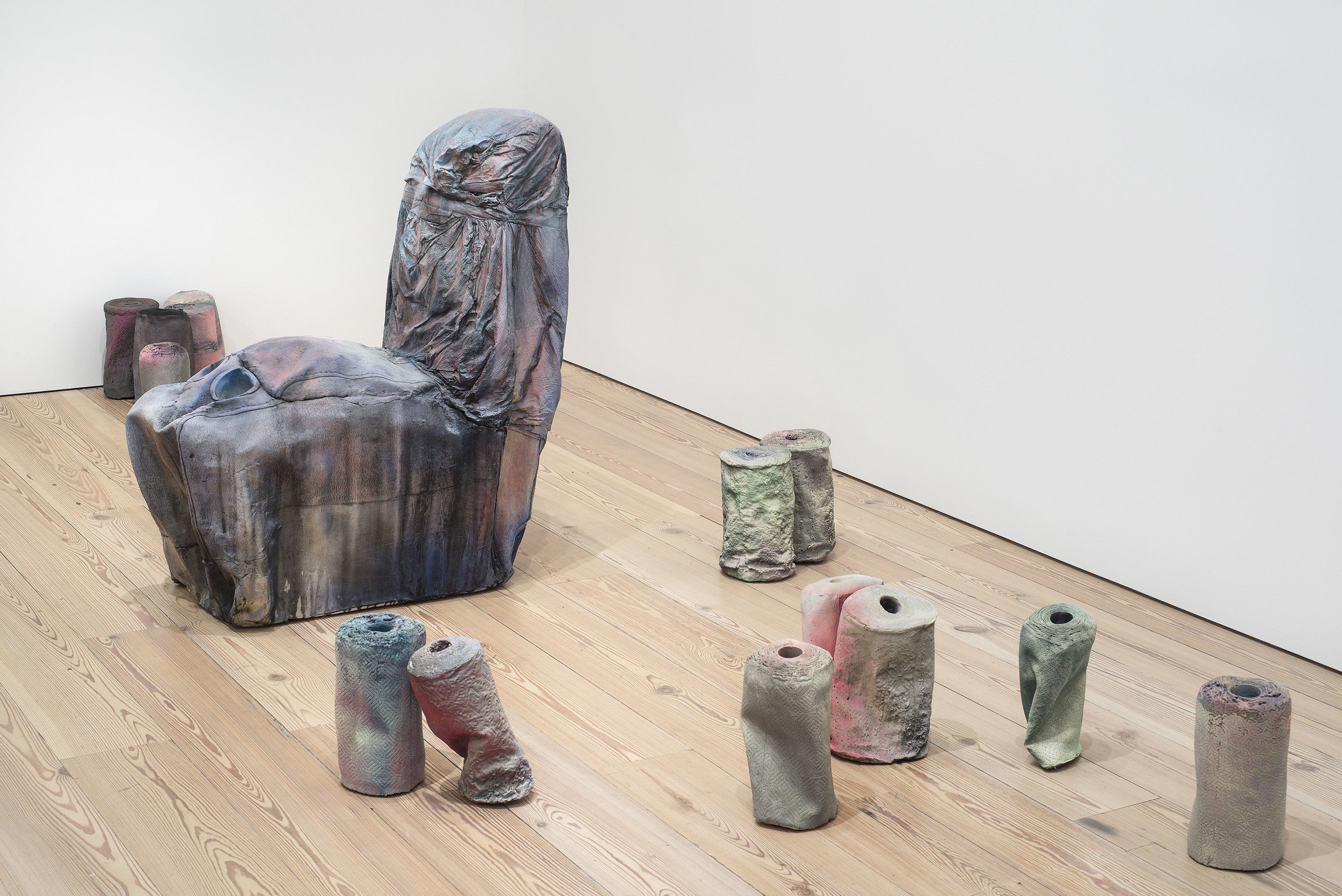"""KAARI UPSON. """"SUPPLEMENT I"""" (2016) AND """"T.T."""" (2017). URETHANE, PIGMENT AND ALUMINUM. INSTALLATION VIEW, WHITNEY MUSEUM OF AMERICAN ART, NEW YORK. © KAARI UPSON. COURTESY OF THE ARTIST, SPRÜTH MAGERS, AND MASSIMO DE"""