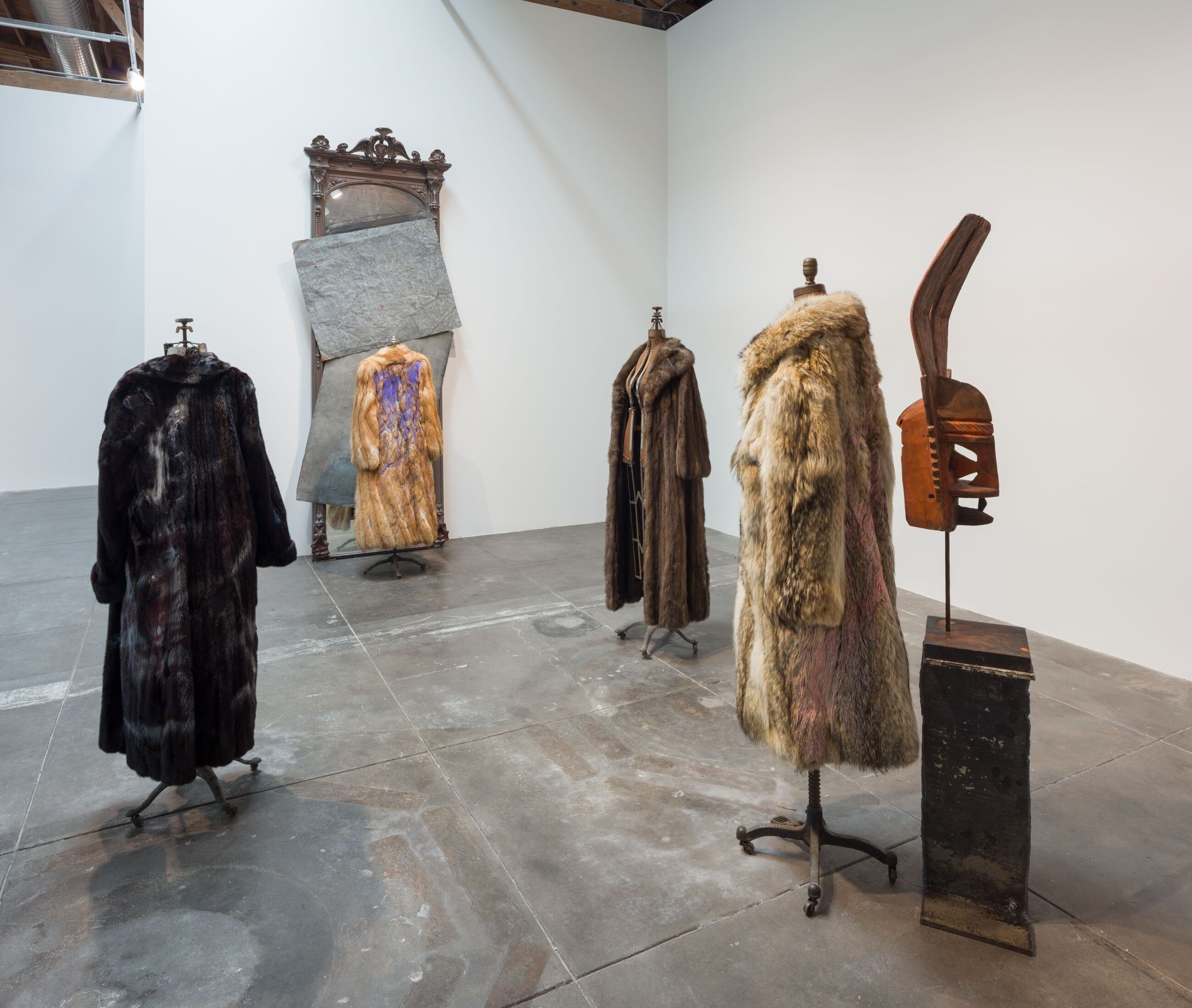 Installation view, 'David Hammons', Hauser & Wirth Los Angeles, 2019 ©David Hammons Courtesy the artist and Hauser & Wirt hPhoto: Fredrik Nilsen Studio
