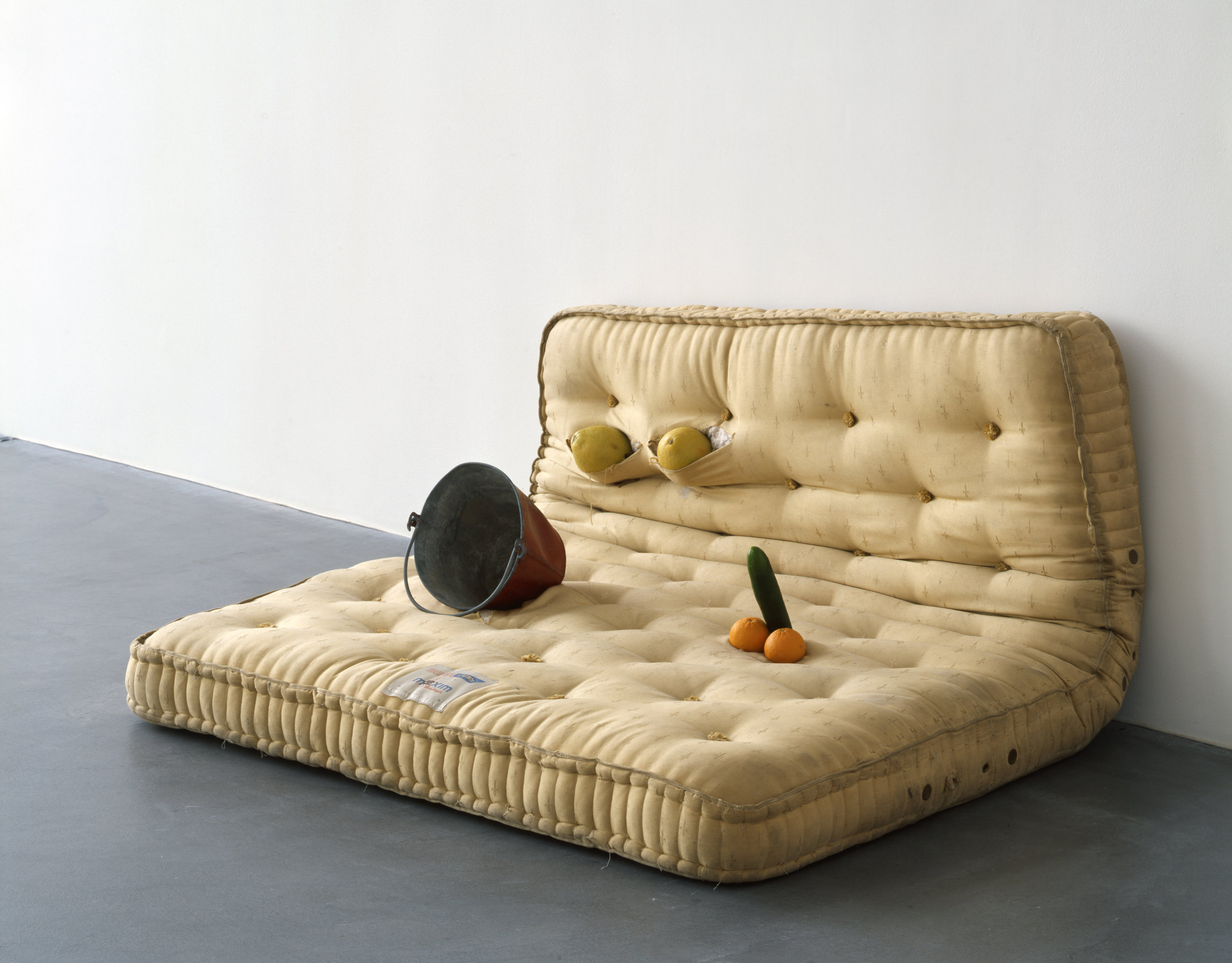 "Sarah Lucas ""Au Naturel"" 1994. Mattress, melons, oranges, cucumber, and water bucket, 33 1/8 x 66 1/8 x 57 in. © Sarah Lucas. Courtesy Sadie Coles HQ, London"