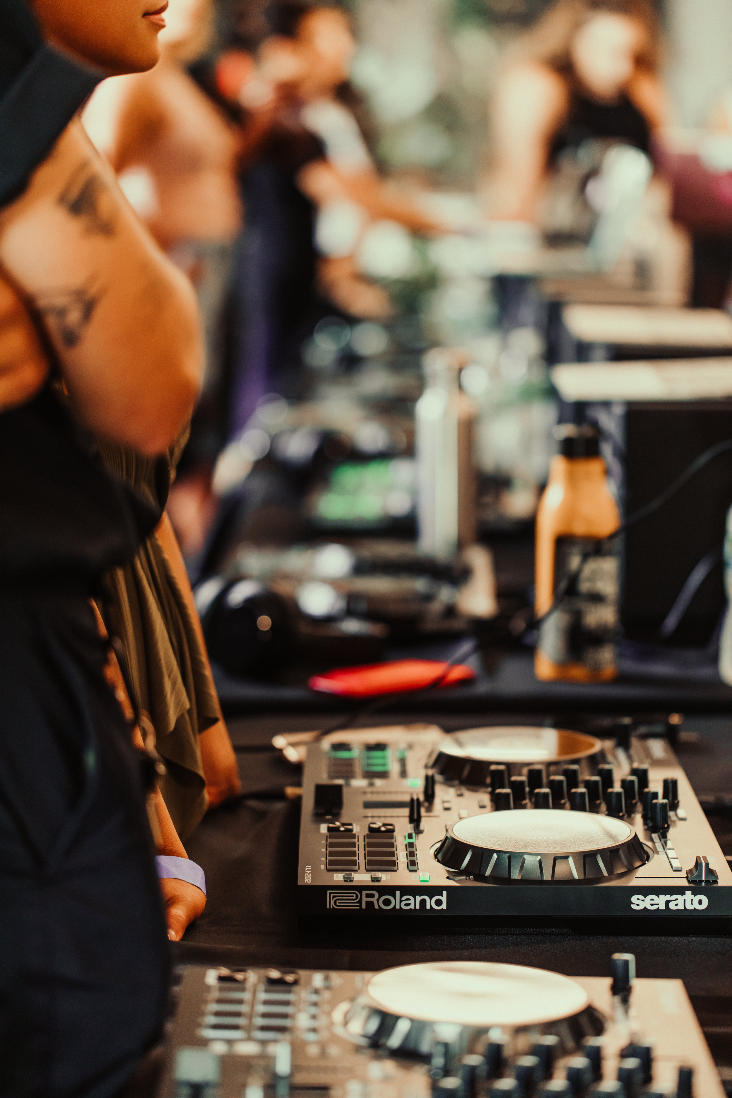 Roland provided Serato DJ-202 controllers and Mackie provided DJ monitors for everyone to practice on.