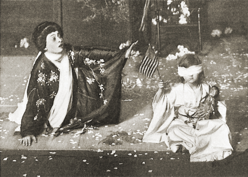 Elizabeth Wolff and Corinne Malvern in the production of an English-language Madame Butterfly by Henry Savage's English Grand Opera Company, at the Garden Theatre in New York City, 1907.