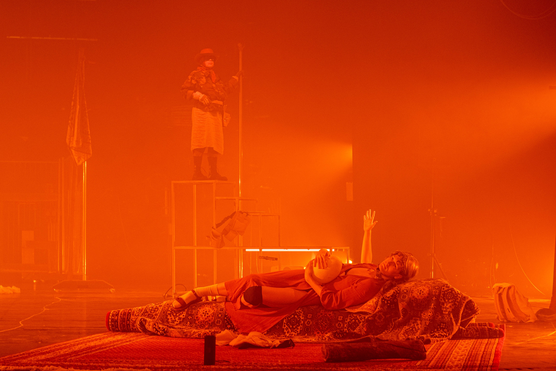 Ariel Efraim Ashbel and friends,  no apocalypse not now , 2019, performance, photo: Mathias Völzke