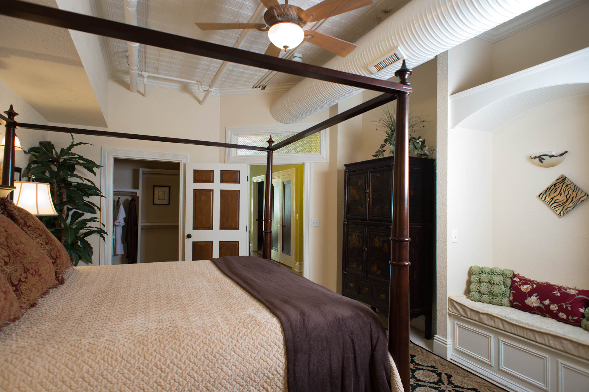 Master Bedroom - Large Walk in Closet