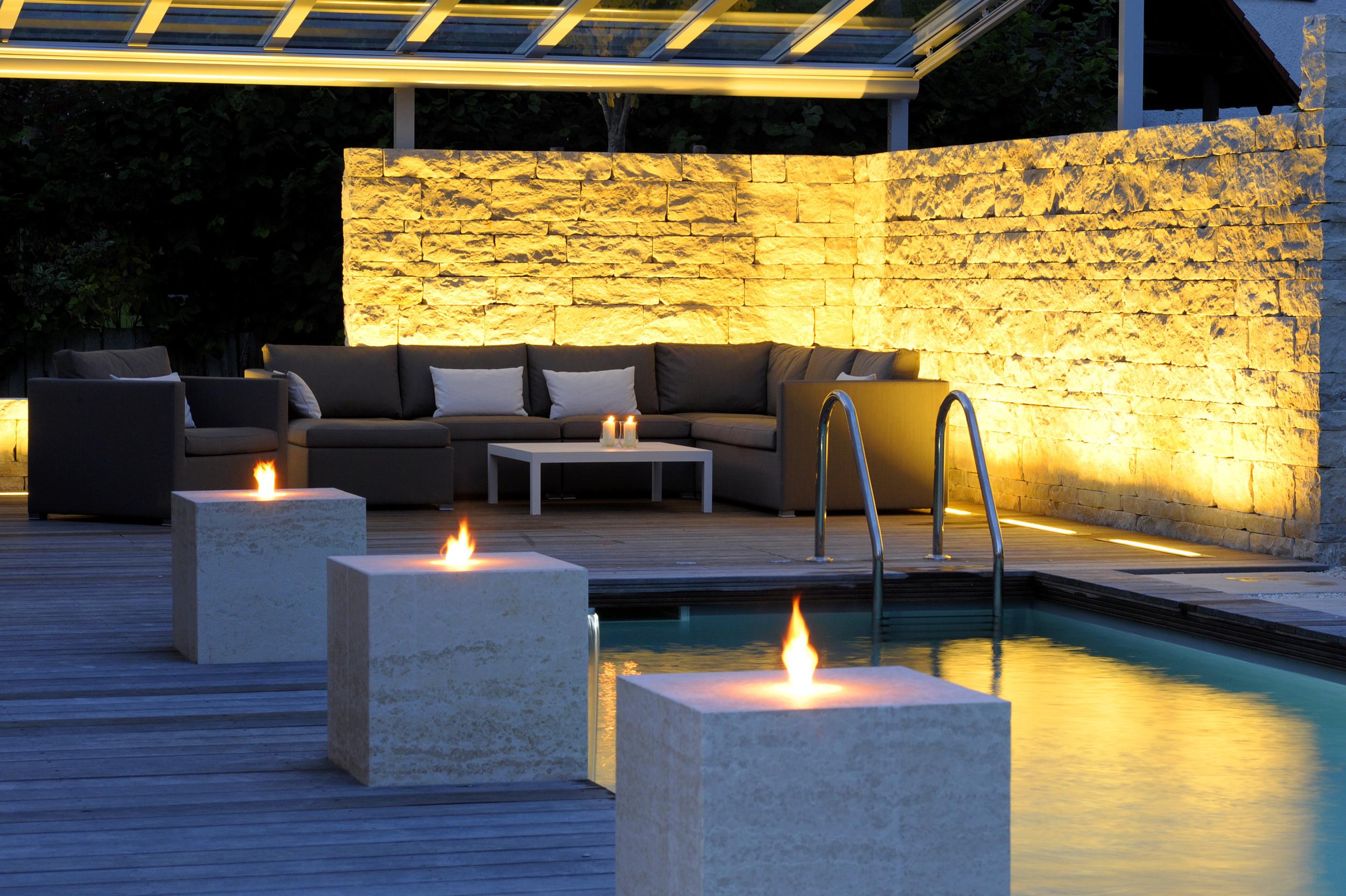 Impressionen eines Living Pools bei Nacht-2S.jpg