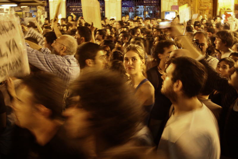 004spanishRevolution_15M_acampadasol_anazaragoza.jpg