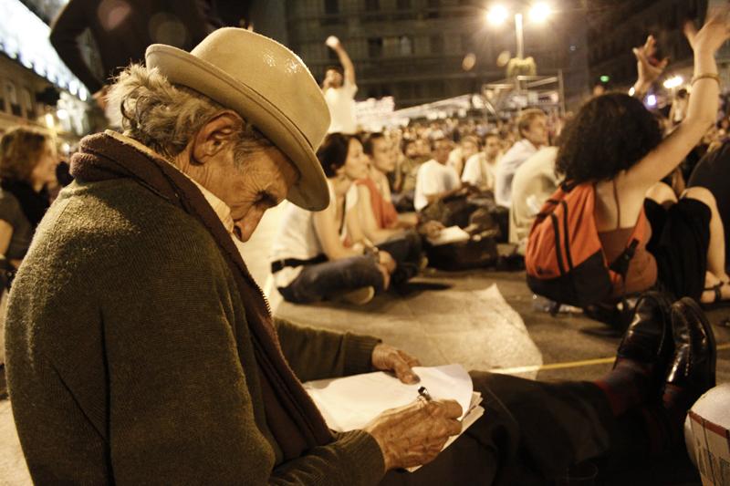 020spanishRevolution_15M_acampadasol_anazaragoza.jpg