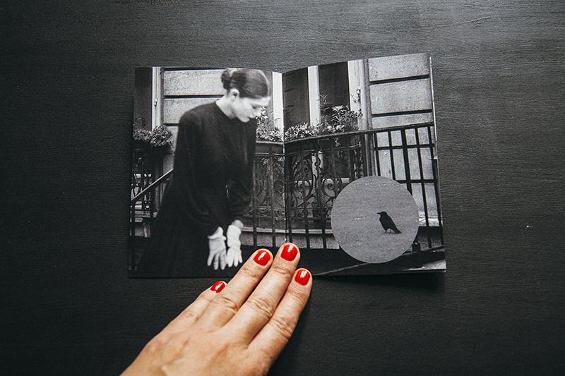 Páginas interiores del fotolibro  La Famille Poirot I  de Ana Zaragoza editado por  Caravanbook.