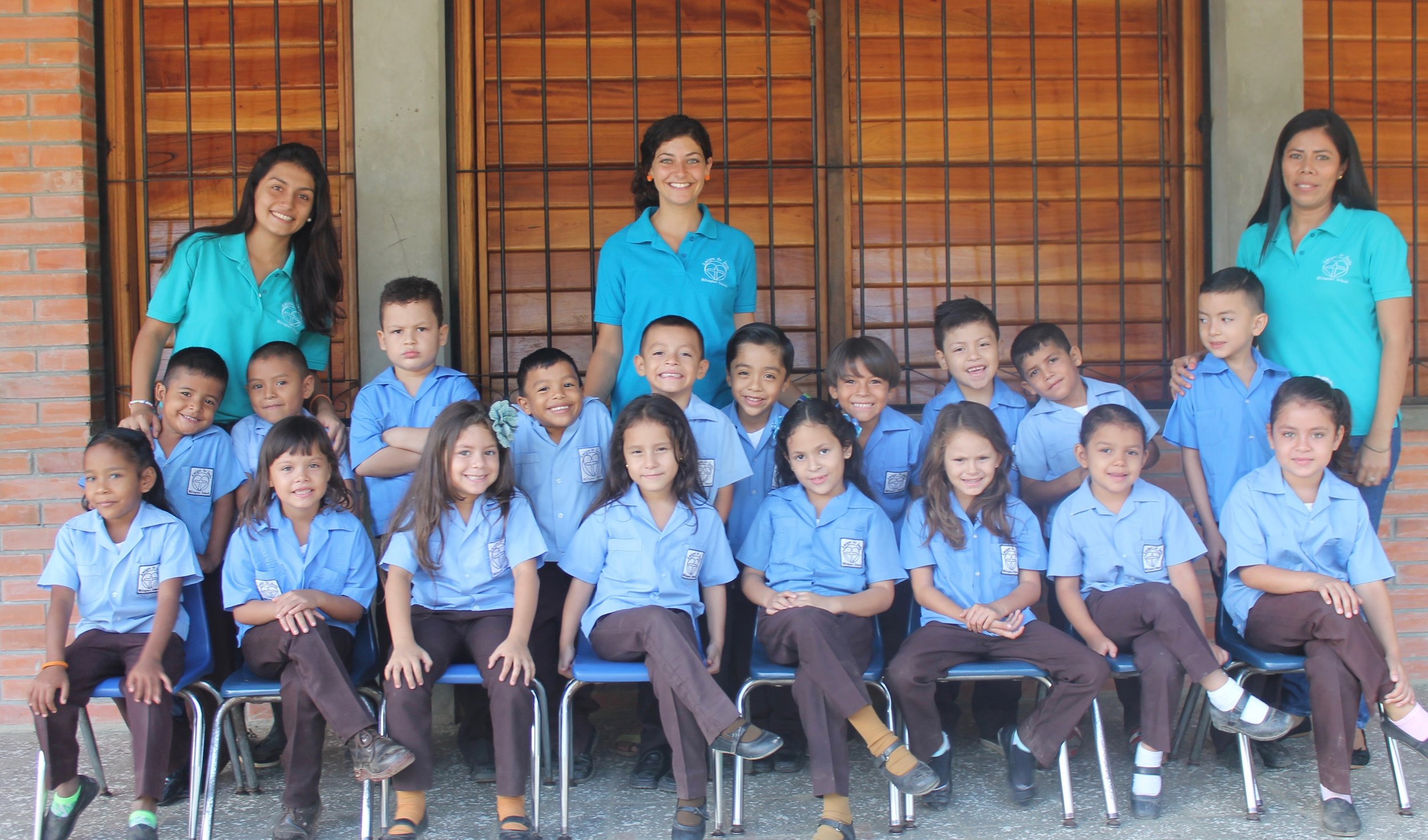 Miss Christina (standing in middle)with her'Prepa' (Kindergarten) class during the 2015-2016 school year.