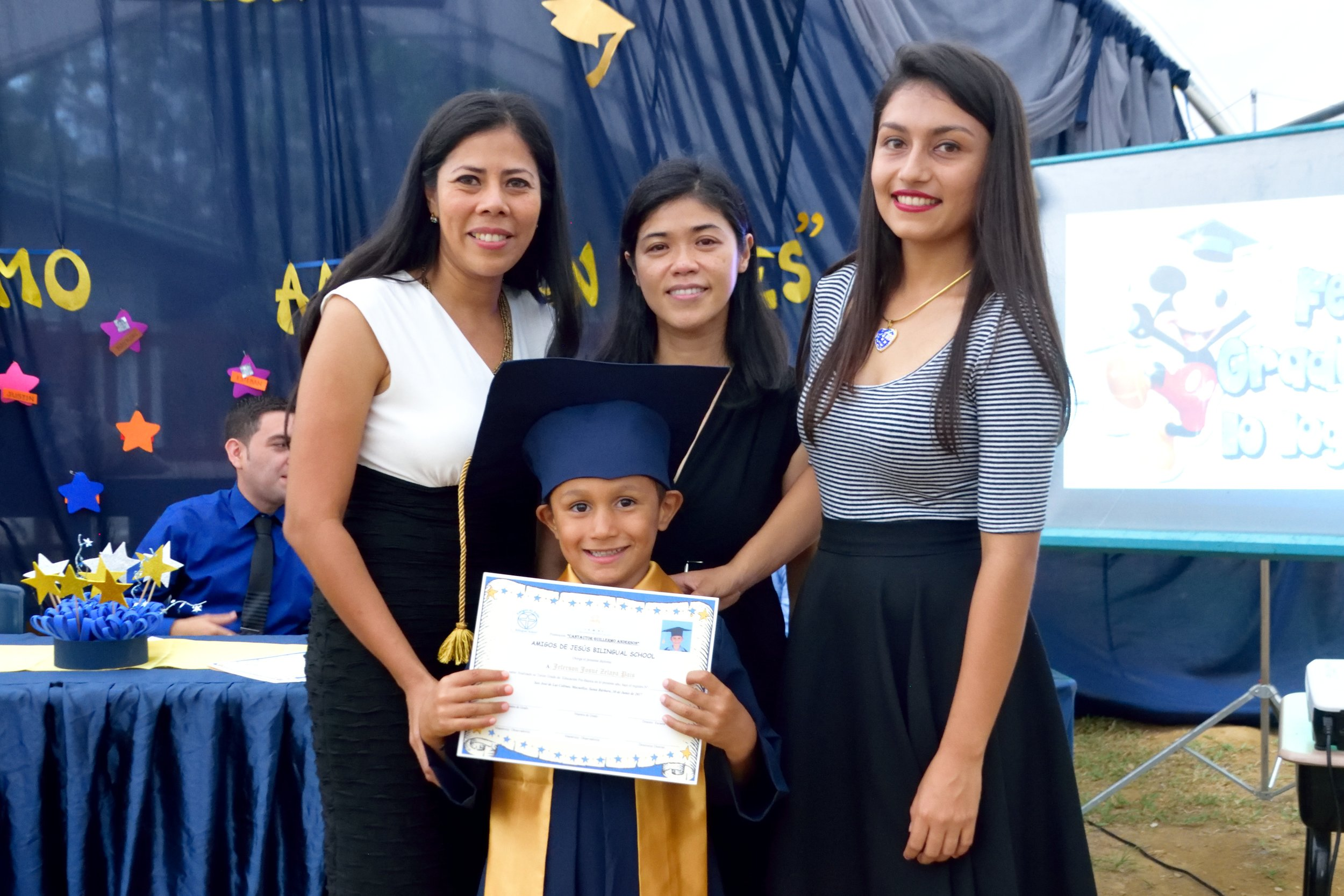 Last June, Joaquin graduated from 'Prepa' (Kindergarten). Here he is with his diploma surrounded by his three teachers.