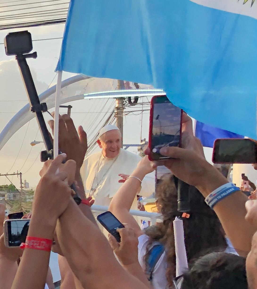 After only having to wait an hour, they were able to watch Pope Francis pass in Panama City.