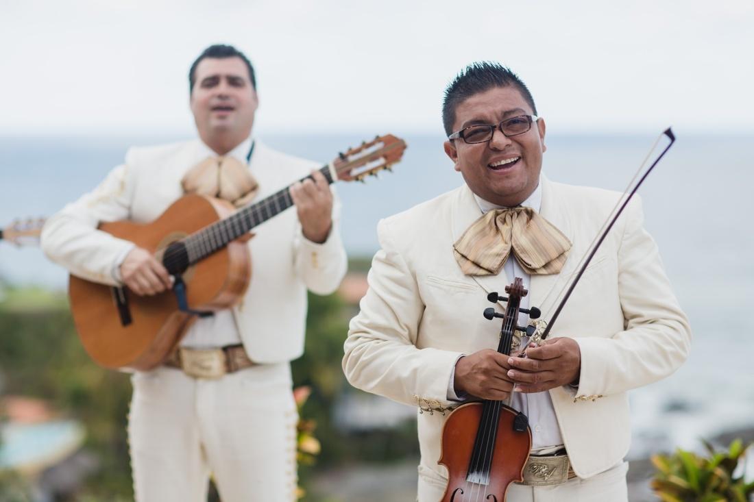 23_sayulita_wedding_mariachi_minneapolis_photographers-1100x733.jpg