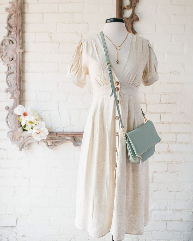 Neutral dresses = endless accessory possibilities! 👛💍👠👓 . *both dresses now available at Willow Navy Yard!* . . . . #dcfashion #dcfashionblogger #dcfashionphotographer #dcstyle #dcstyleblogger #dcshopping #shopsmalldc #dcboutique #dcsmallbusiness #instadc #igdc #igersdc #atticdcfashion #acreativedc #petworth #petworthdc #upshurstreet  #willowstores #navyyarddc #yardsparkdc #theyardsdc