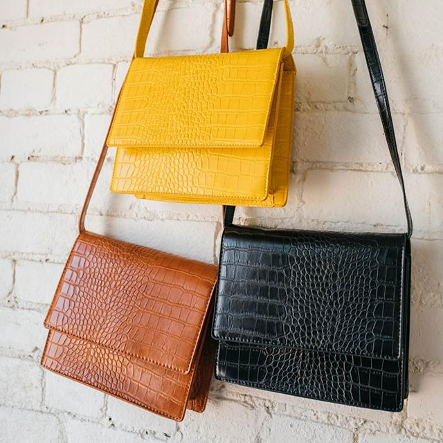 Switch up your purse game with Willow! We have a range of colors and styles that are perfect for any look.⠀ ⠀ #instadc #igdc #dcfashion #dcfashionblogger #fashiondc #igersdc #upshurstreet #petworthdc #navyyarddc #theyards #yardsparkdc #capitolriverfront #dcshopping #dcstyle #acreativedc #mydccool #shoplocal #shopsmalldc #colormixing #ootd
