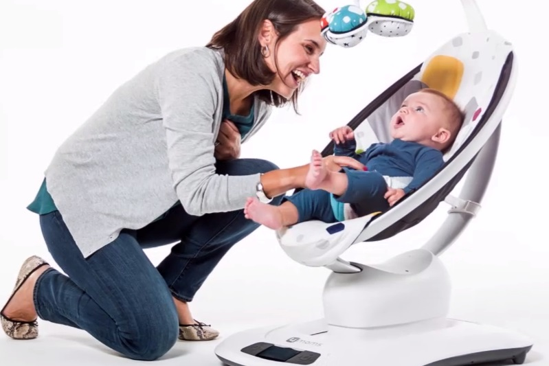 Entertain baby with the smart 4moms mammaRoo bouncer