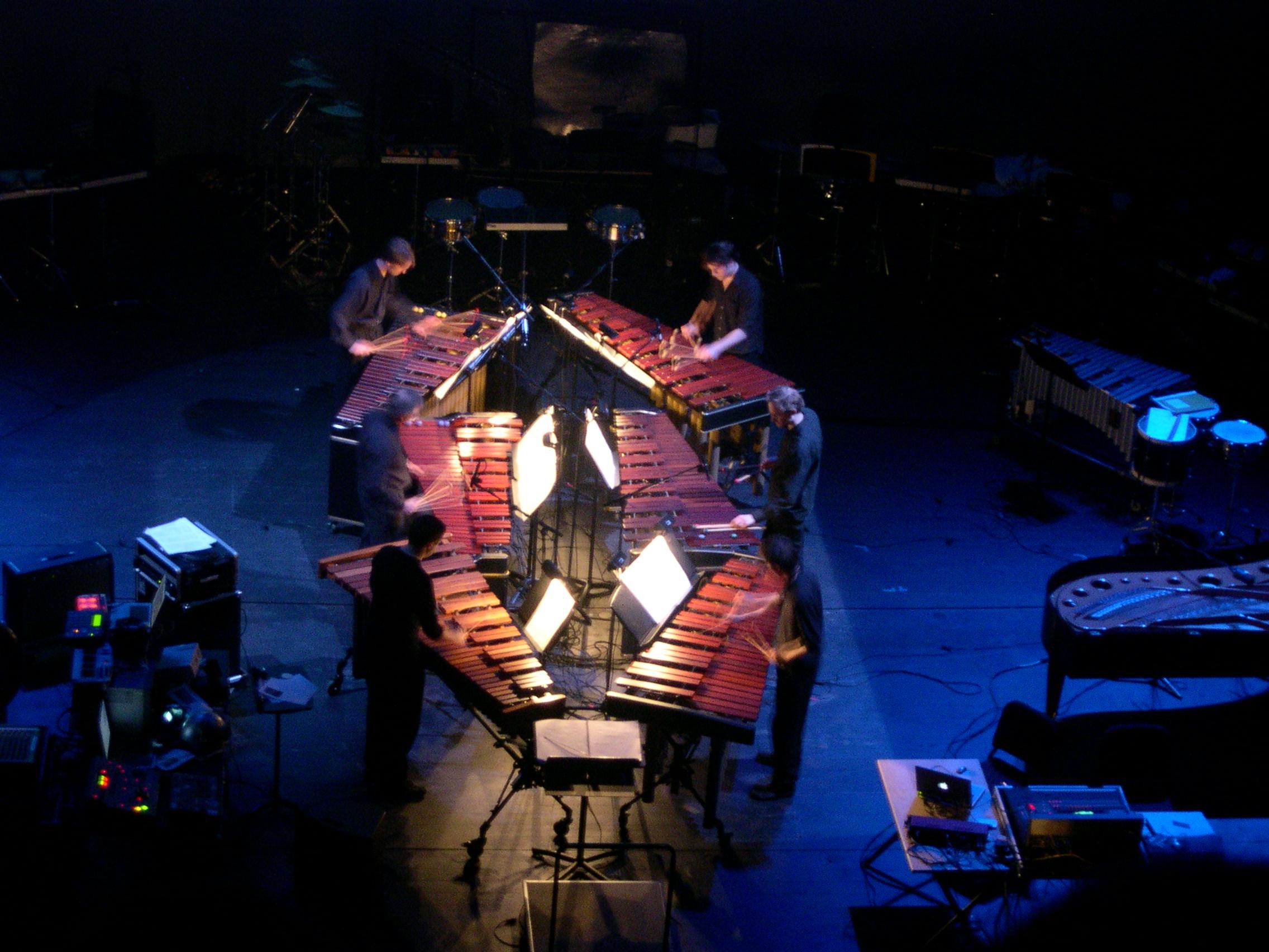Steve_Reich_six_marimbas.jpg