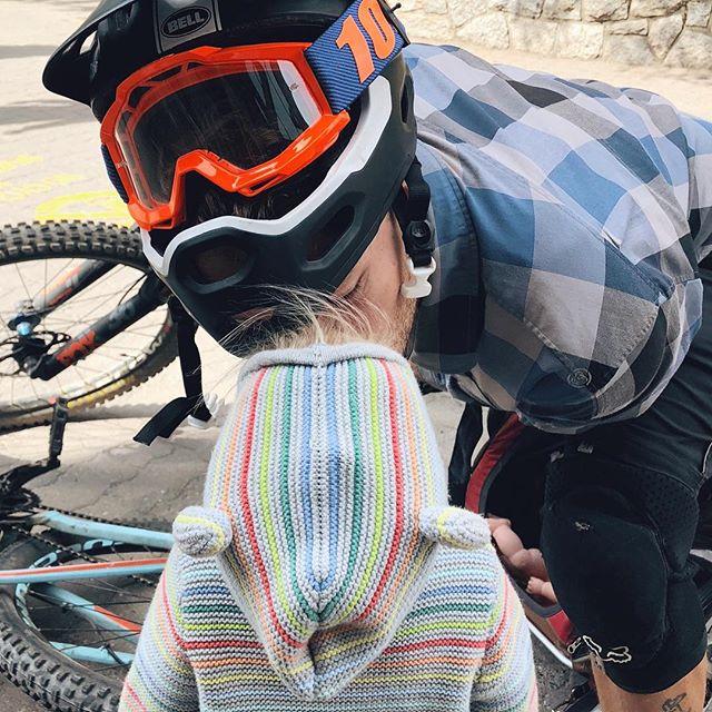 Pre-biking kisses. 🚲 ⛰ 😘 #Lux #whistler #downhillmtb #daddysgirl . . . . #earthroamer #offroad #4x4 #overland #overlandtravel #nomad #nomadic #nomadfamily #yogafamily #tinyhomeonwheels #welltravelled #travelfamily #rvlife #theartofslowliving #freedomvessel #minimalism #homeonwheels #roadtrip #childhoodunplugged #adventurethatislife #optoutside #exploremore