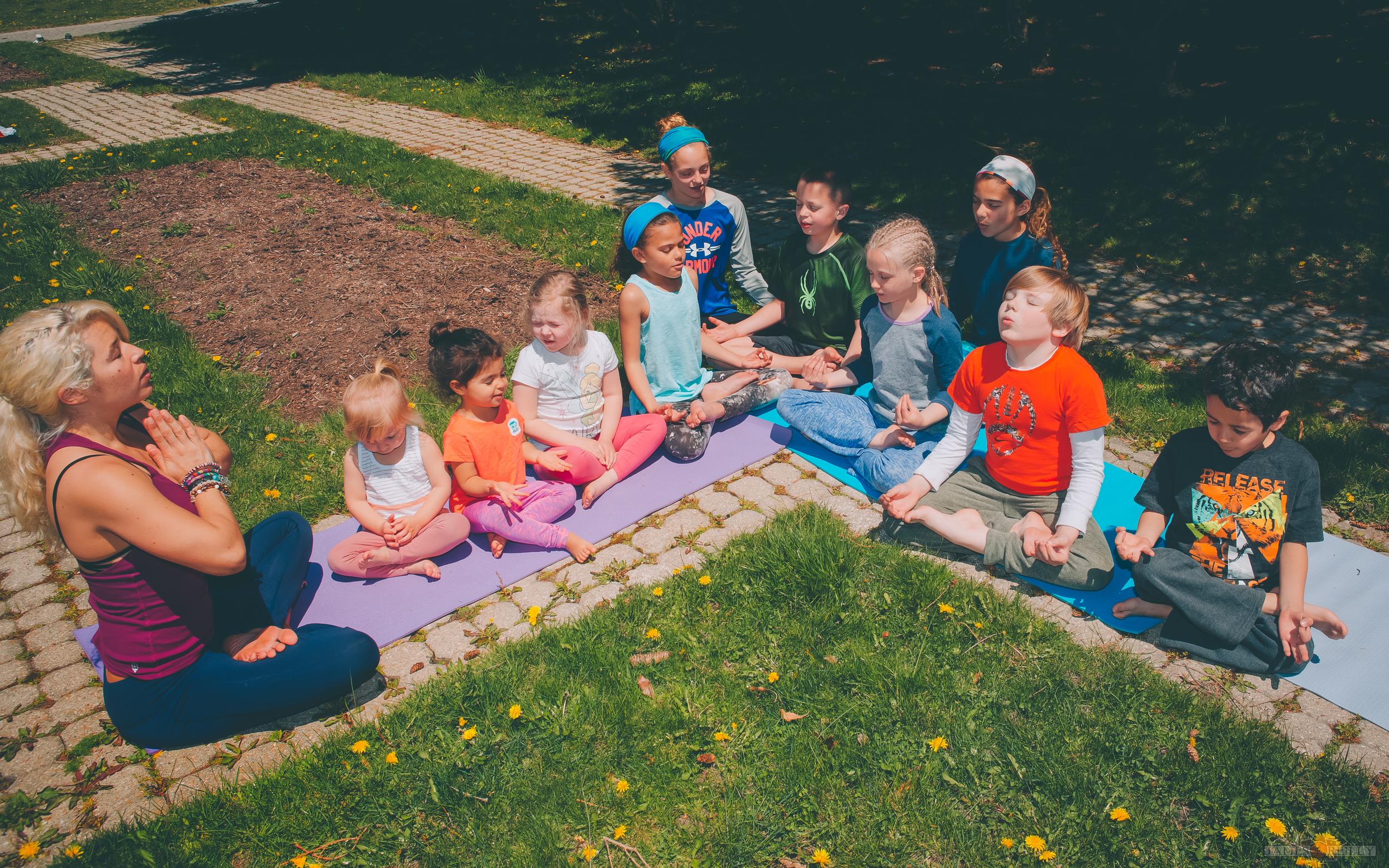 erin-yoga-kids-10.jpg