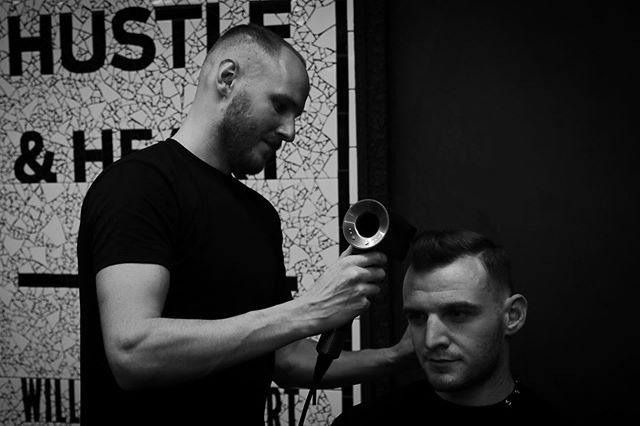 Hustling at Hanz De Fuko X Barry's Bootcamp. ✂️ #barrysbootcamp #barrys #event #hanzdefuko #mensstyle #haircutlondon #haircut #highendbarbering #barber #barbering #menshair #getthelook #anthonymayeslondon #menshairdressing #model #photoshoot #photography #session #mensfashion #fashion #style #education #magazine #malegrooming #menshairstyles