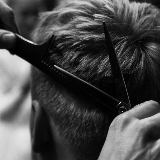 Technical texture. ✂️. #barrysbootcamp #barrys #canarywharf #hanzdefuko #mensstyle #haircutlondon #haircut #highendbarbering #barber #barbering #menshair #getthelook #anthonymayeslondon #menshairdressing #model #photoshoot #photography #session #mensfashion #fashion #style #education #magazine #malegrooming #menshairstyles