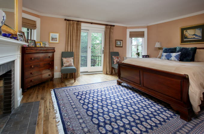 db_7_West-Hill-Place__Master-Bedroom-Photo_800-M1.jpg