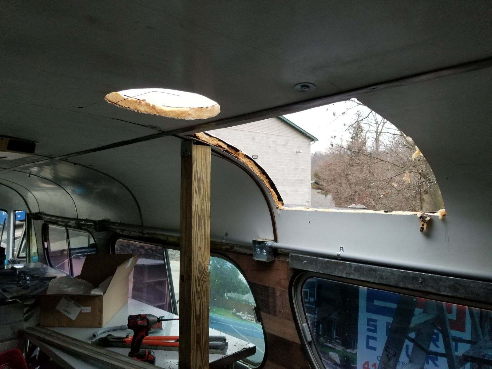 Hold in the roof for hood system